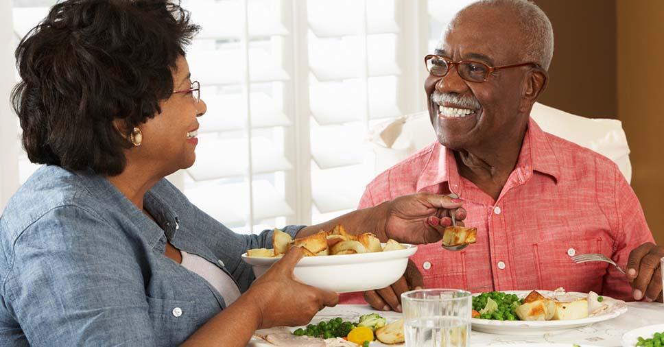Alimentação do idoso: confira 8 cuidados para mantê-la balanceada!