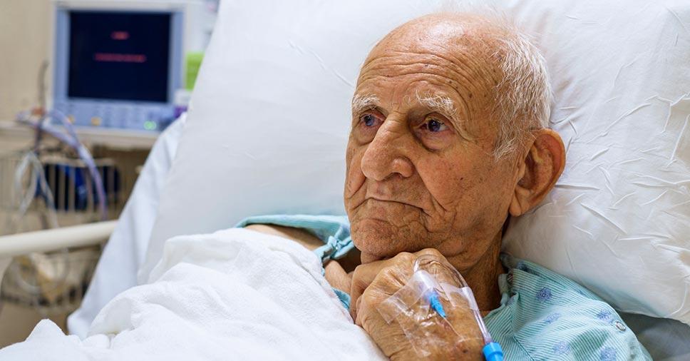 Higiene e conforto: entenda como dar banho em idosos acamados!