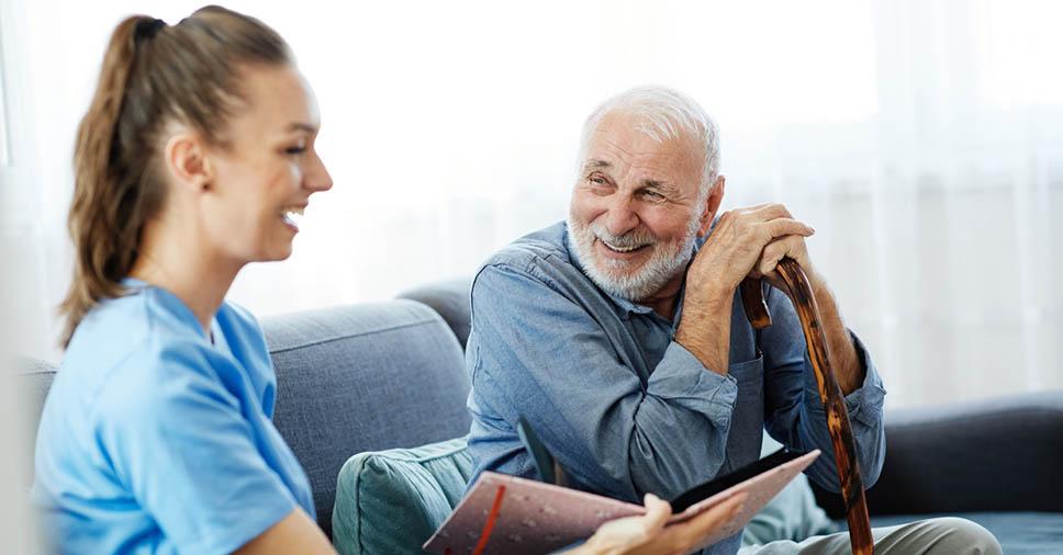 Ética e profissionalismo: confira 6 dicas para cuidador de idosos