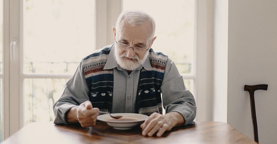 Saiba como lidar com a falta de apetite no idoso