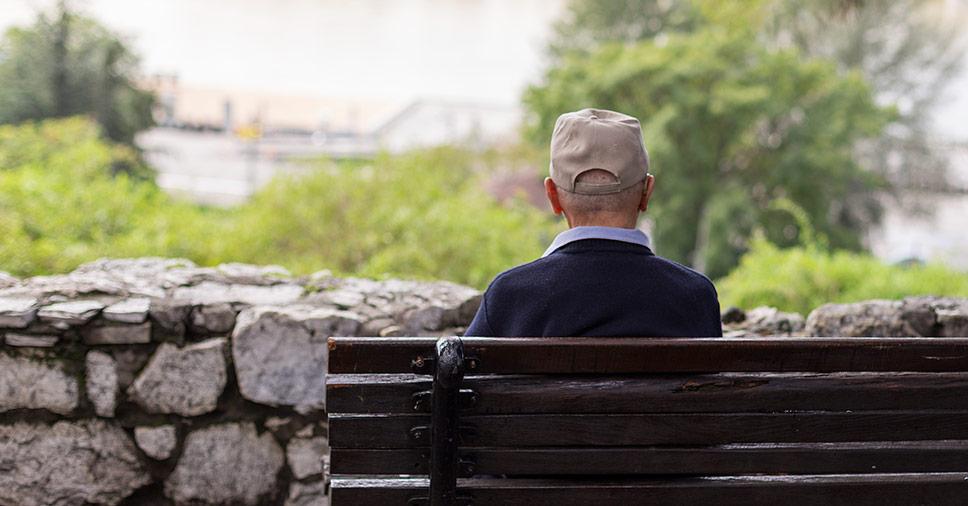 Solidão do idoso: confira causas, consequências e soluções